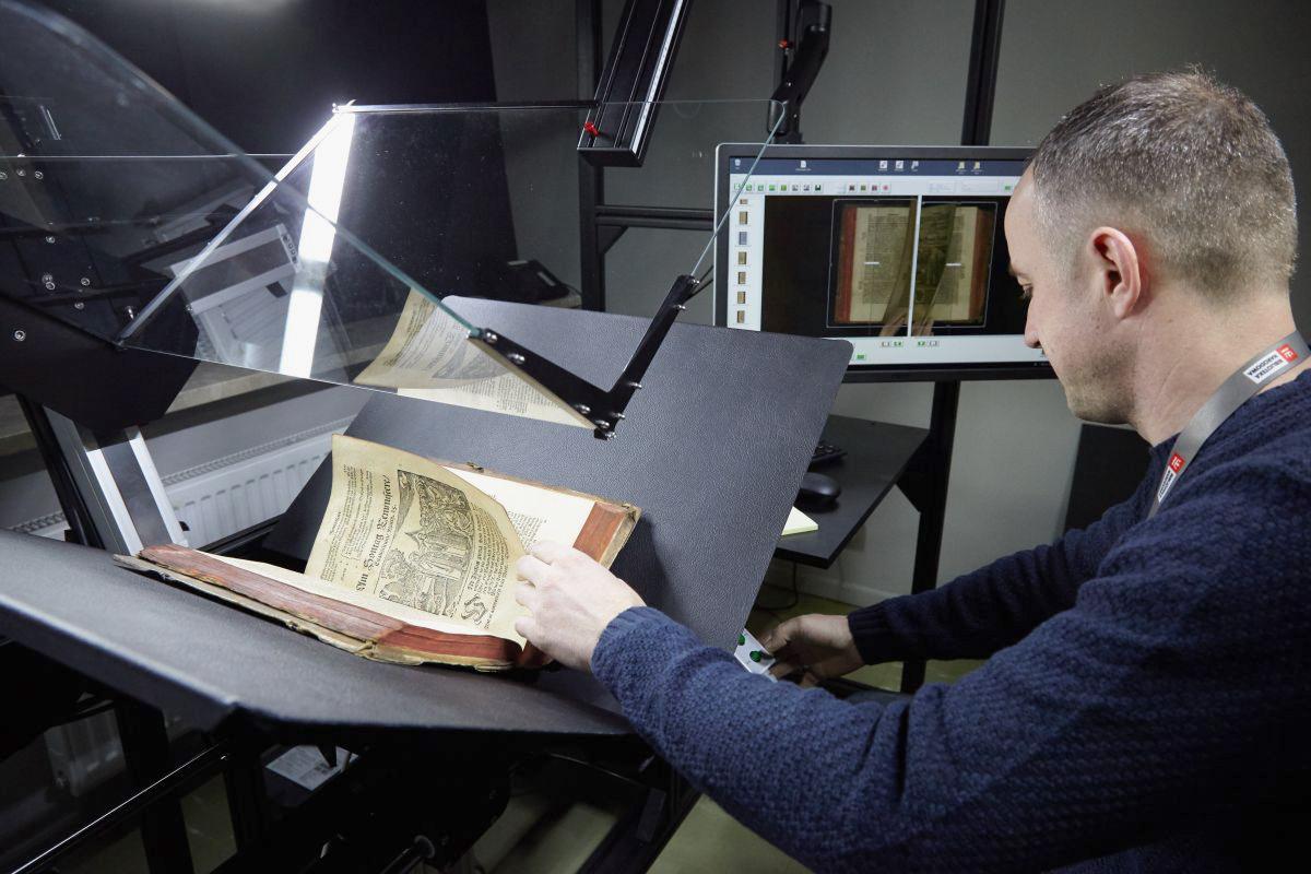 Mitarbeiter der Polnischen Nationalbibliothek am book2net Dragon